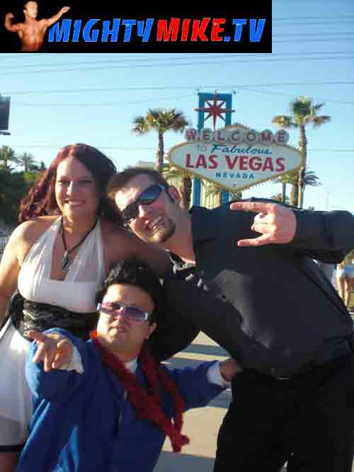 MIDGET MIGHTY MIKE ROCKIN LAS VEGAS SIGN WEDDING
